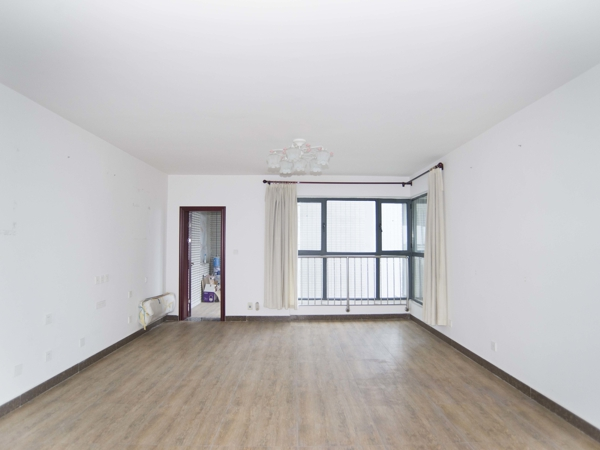 竹馨居,方正大四室,老证,全天采光,房东诚心卖,随时看房