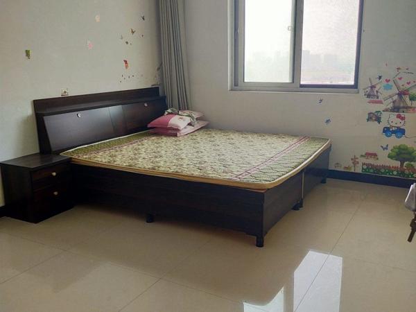 万汇金宸国际单身公寓空房1800元月出租