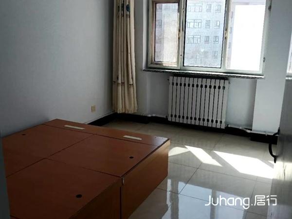 奥林星城四楼95平米精装修家具电器月租金1500元。