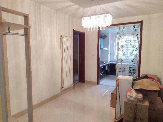 东郡西院电梯低层方正四室两厅两卫精装老证出售