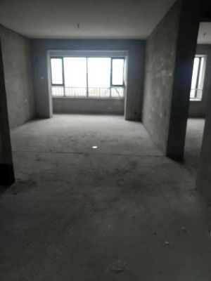 万浩繁花郡全款包更名一层送小院送地下室东楼头3居室