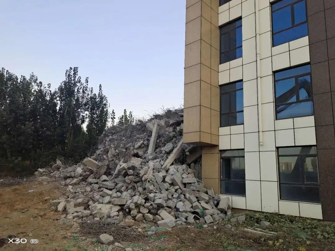 邯山区依法依规拆除一栋3000平方米违建住宅楼
